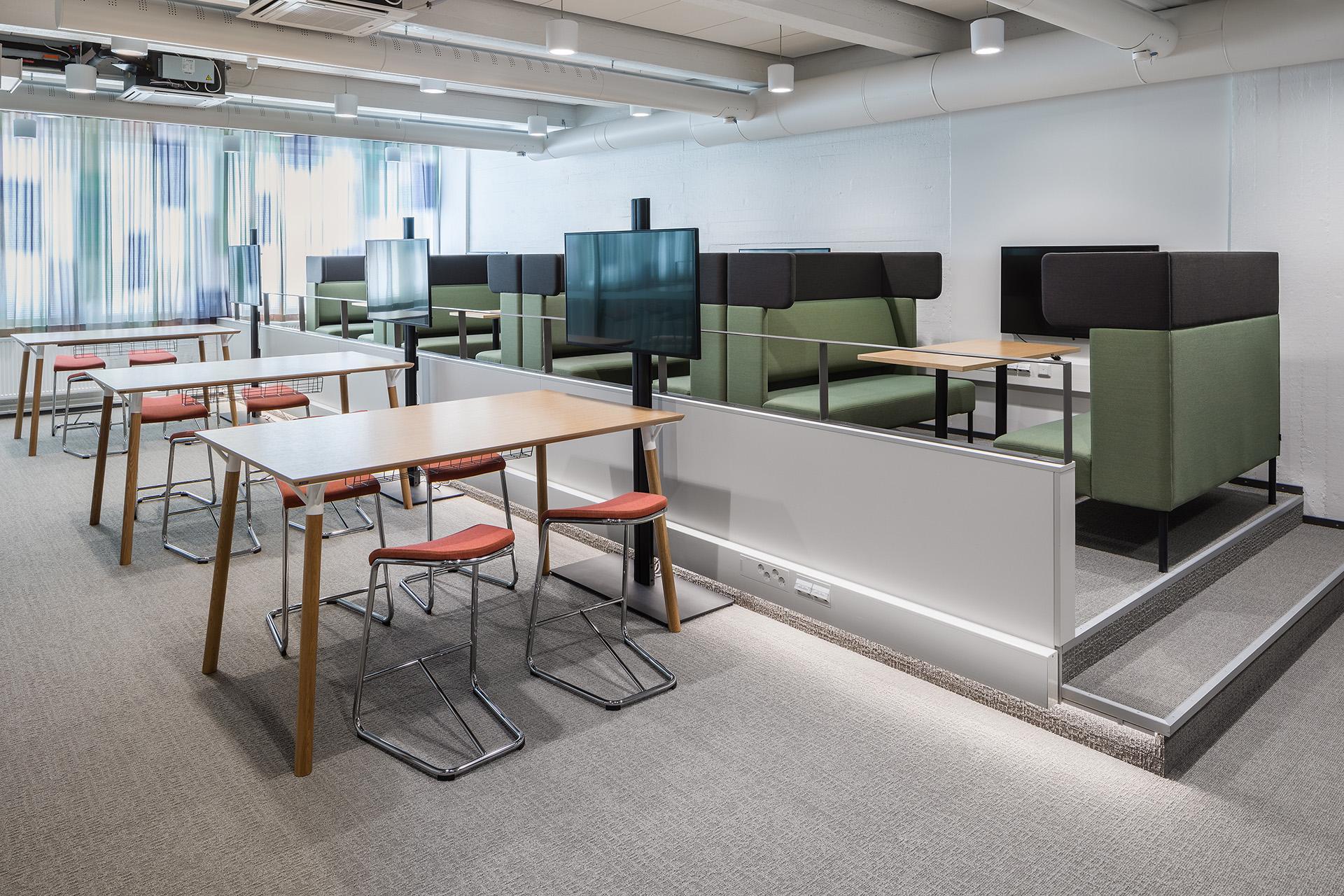 Modernit työympäristöt tarjoavat tilaa kohtamisille ja yhteistyölle.
